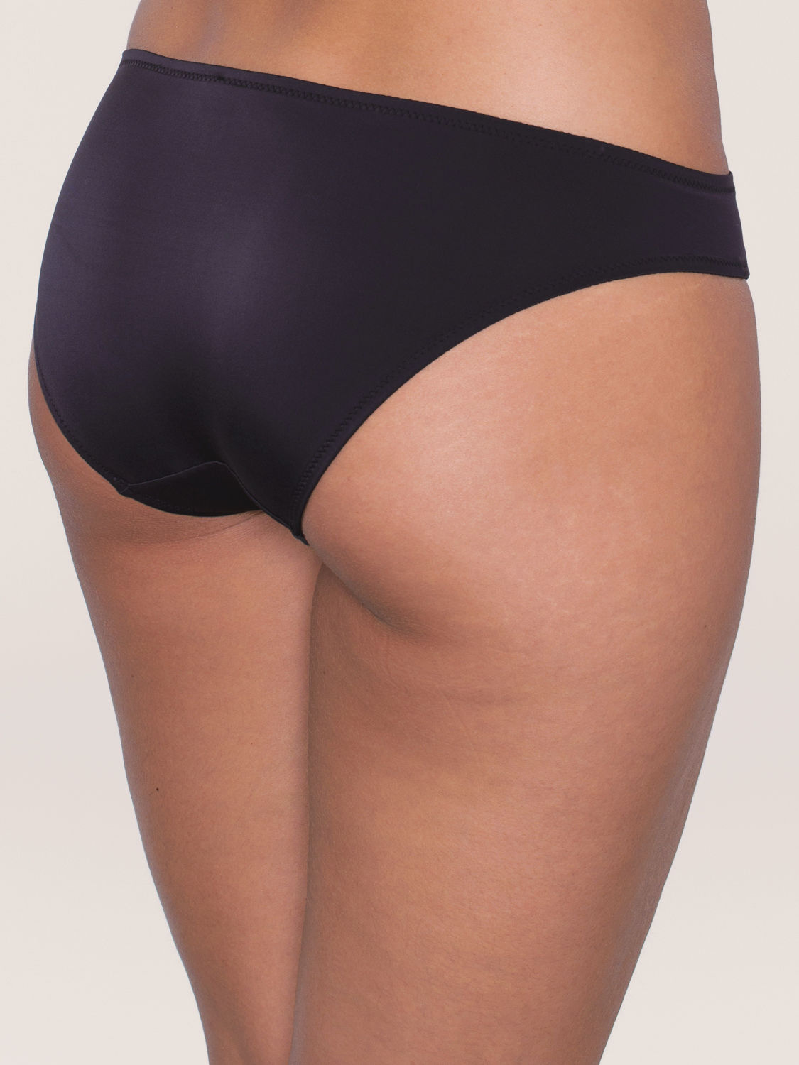 Triumph Beauty-Full Basics Tai schwarz