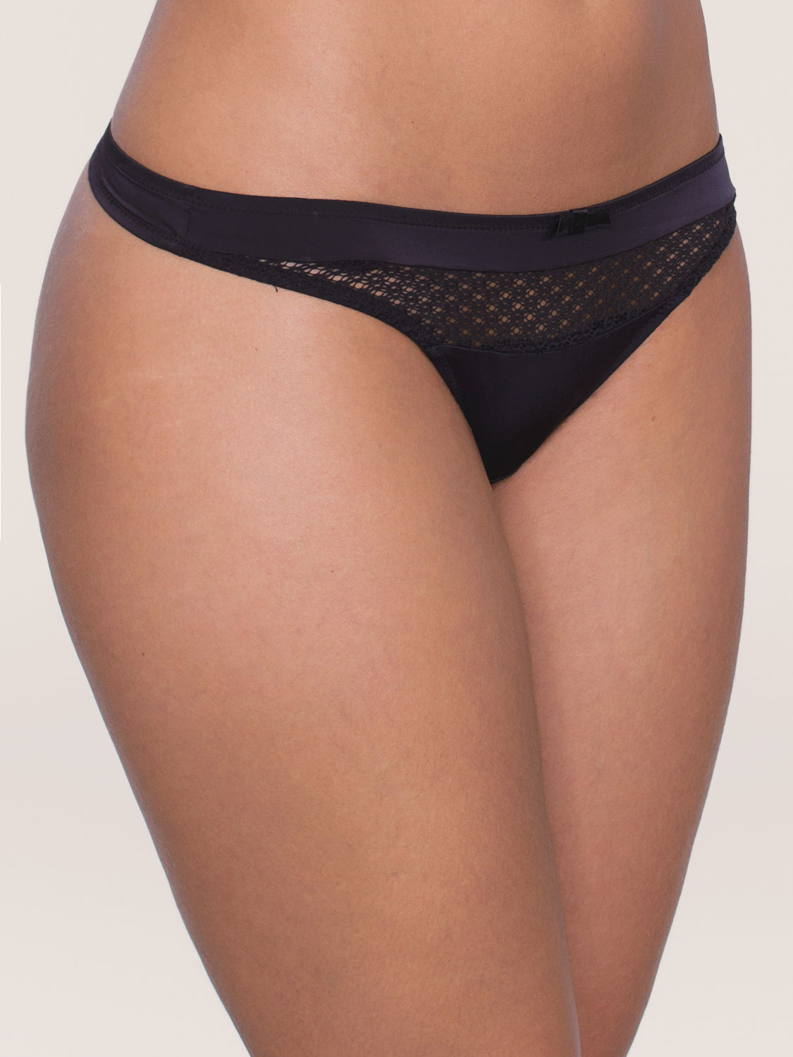 Triumph Beauty-Full Basics String schwarz